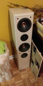 2 speakers  ( tour ) Technics SB-T200  39 pouces de haut