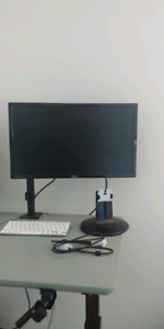 LCD Monitor with mount (like new)