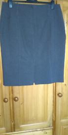 Ladies Grey Skirt. Size 18.