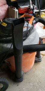 Rigid 16 gall 6.5hp peak wet dry shop vac with accessories.