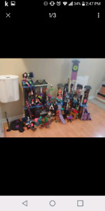 Monster High House and 22 Dolls