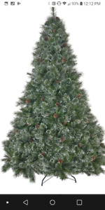 Life like christmas tree 6.5 feet