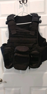 Vism Tactical plate carrier with pouches