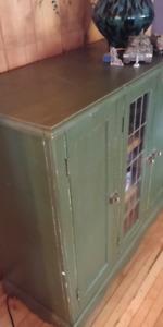 Nombreux meubles objets antiquites