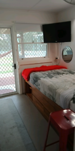 Rent self contained one bed flatlet, incl gas, elec, Wi-Fi.
