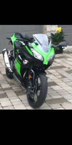 OFFERS ACCCEPTED* Well maintained NINJA-300 ABS special edition