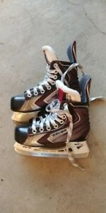Youth / Boys Hockey Skates Bauer and helment