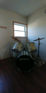 Westbury Pro-Cussion drum kit with Hardware and Cymbals
