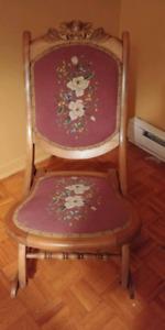 Chaise berçante antique numérotée