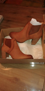 UGG boot NEW!!! In box.