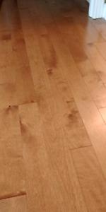 2 boites de plancher bois franc(merisier abrico)
