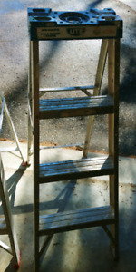Used 4 feet aluminum step ladder