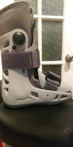 Brand New AIRCAST Size Small