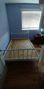 Spool bed frame