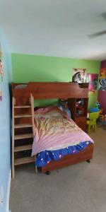Wooden bunkbed / Lit superposé