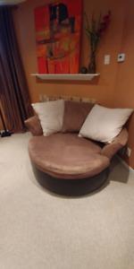 "Round Swiwel Sofa / Loveseat 56"" Diameter + Pillows"