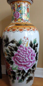 Collectible Chinese decorative tall vase planter pot  Excellent London Ontario image 5