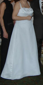 Elegant Da Vinci Collection Wedding Dress Size 16