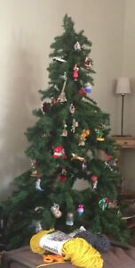 Artificial Christmas tree with built-in lights (6 ft.)