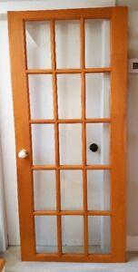 Porte/bois naturel, carreaux vitre, 2 poignées porcelaine