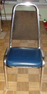 1 Chaise de cuisine antique,,tissu, cuirette et métal