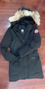 SELLING CANADA GOOSE LONG PARK WOMENS SMALL!! 100% AUTHENTIC