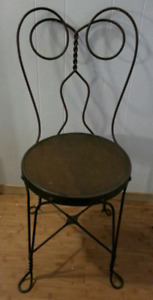ANTIQUE METAL WIRE CHAIR