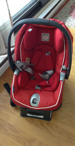 Peg-Perego car seat with its base in an excellent condition