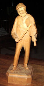 VIOLIN PLAYER CARVING MID 20TH CENTURY FOLK ART SIGNED BY ARTIST
