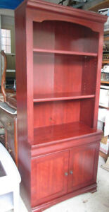 Moving-Shelving  or entertainment unit with 2 shelves, 2 doors.
