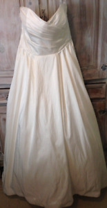 Brand new Camilla and Sophia ivory wedding gown with pockets