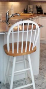 Chaises de comptoir en bois