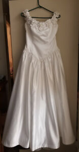 Beautiful Wedding Dress Size 14 + Veil