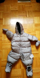 Gap downfilled snowsuit 0-6 months