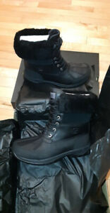 Ugg for men BRAND NEW/ Ugg pour homme PARFAITEMENT NEUF