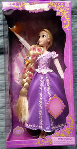 """Disney Store DELUXE FEATURE Singing RAPUNZEL 16"""" Doll light up"""