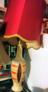 Lampe vintage beige abat jour rouge
