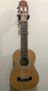 Beaver Creek BCGL18 Guitar/Ukulele, Perfect Condition
