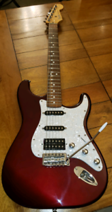 Fender Stratocaster HSS Custom MEX Couleur: Midnight Wine
