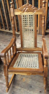 Wooden Rocking Chair / Fauteuil a Bascule