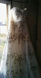 Alfred Sung ivory wedding dress for sale!