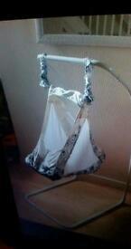 Hanging crib amazing condition