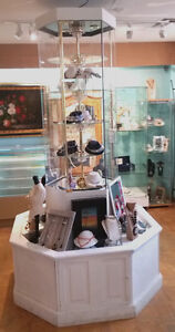 STUNNING ROTATING DISPLAY - FOR COLLECTIBLES, JEWELRY & GIFTS