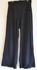 Lululemon Pants - Black - size 6
