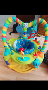 Activity center exersaucer/ centre d'activité exercices