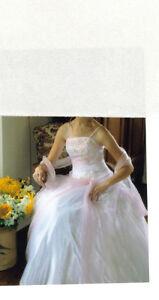 Robe de mariée Blanche et Rose  Gr.  2 ans