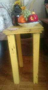 Small end table fot tight spaces