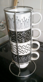 Set of 4 black/white stacking cups