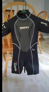 Womens wetsuit size 4