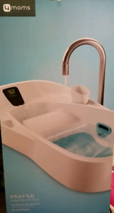 Baby bath tub with thermometer